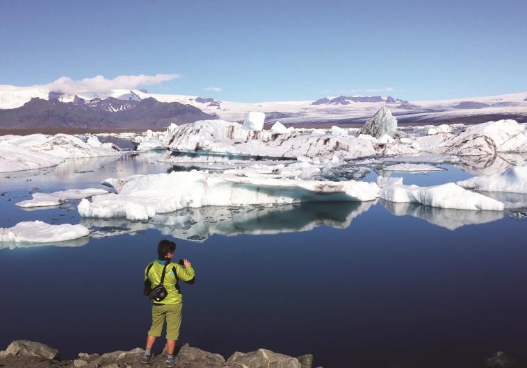קרחונים נמסים באיסלנד