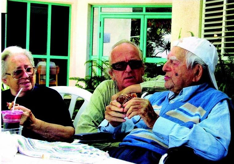 """יעקב ושרה זהבי ז""""ל, יחד עם בנם נתן זהבי"""