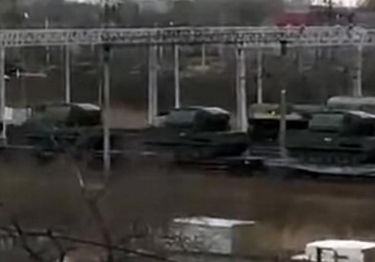 ציוד צבאי רוסי בדרכו לגבול עם קוריאה הצפונית