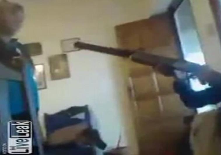 """""""אני יורה אבל את לא מתה"""": ילד הרג את חברתו בשידור חי בפייסבוק"""