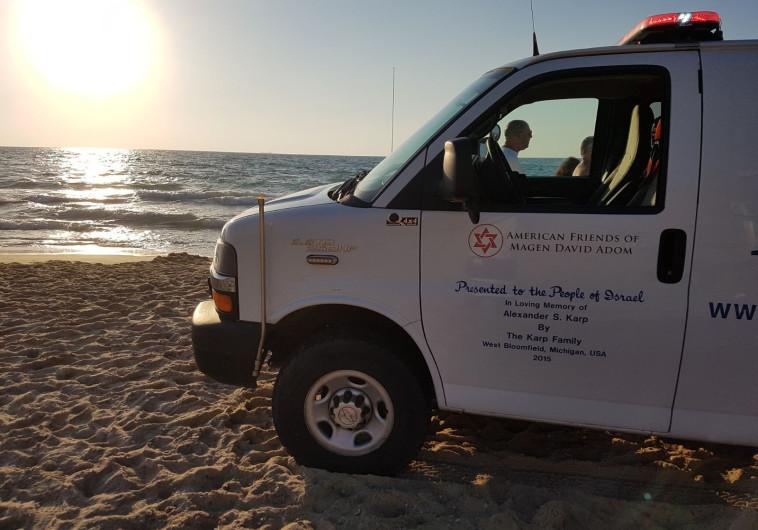 """לאחר שלקה באירוע לבבי: גבר בן 40 טבע למוות בחוף גאולה בת""""א"""