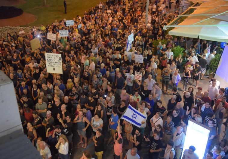 המשטרה: גודל ההפגנות השבועיות בפתח תקווה מחייב רישיון