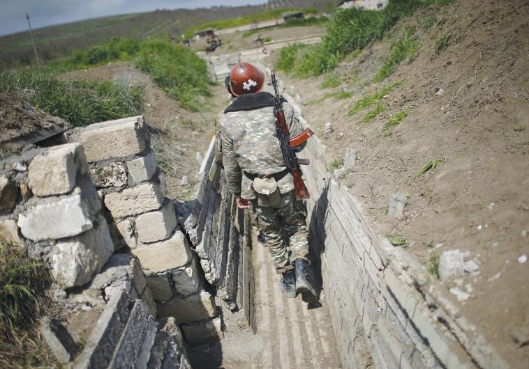 חייל ארמני בגבול אזרבייג'ן