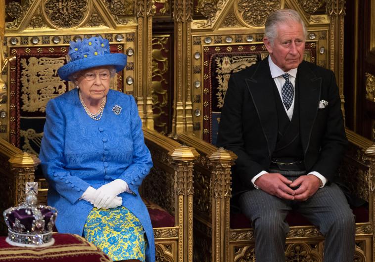 המלכה אליזבת', ובנה, הנסיך צ'ארלס