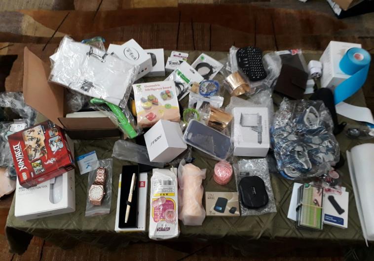 מנקה בסניף דואר נעצר בחשד שגנב אלפי חבילות