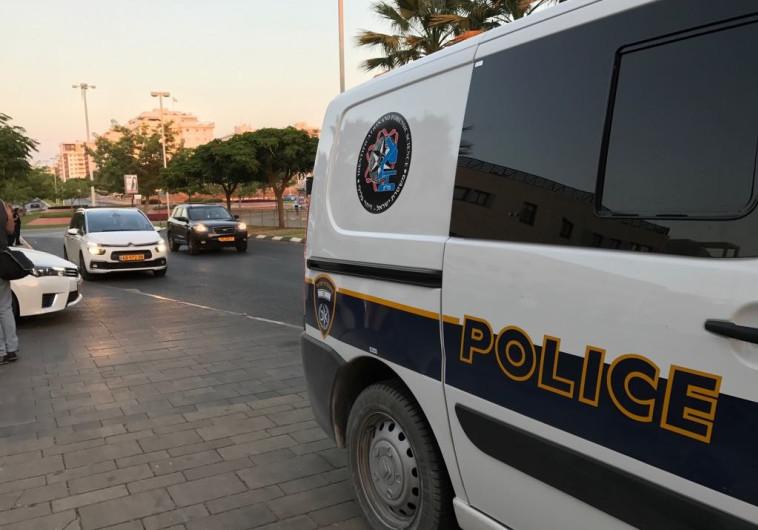 ניידות משטרה בפתח תקווה