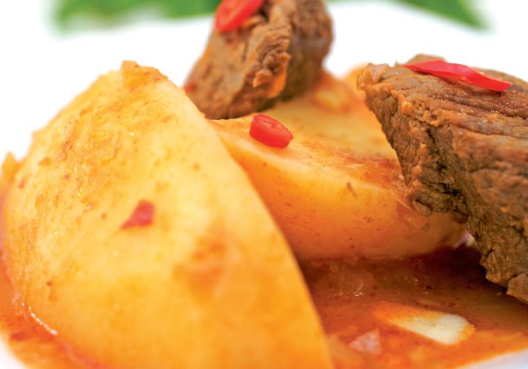 תבשיל בשר ותפוחי אדמה בניחוח כמון