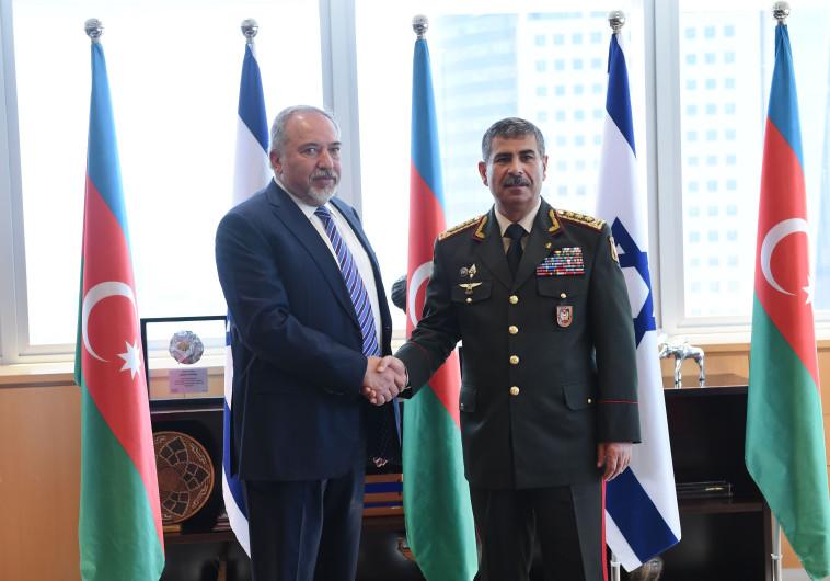 בצל התקופה הרגישה בין המדינות: שר ההגנה של אזרבייג'ן ביקר בישראל
