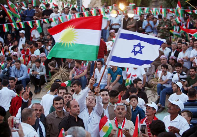 כורדים מניפים את דגל ישראל