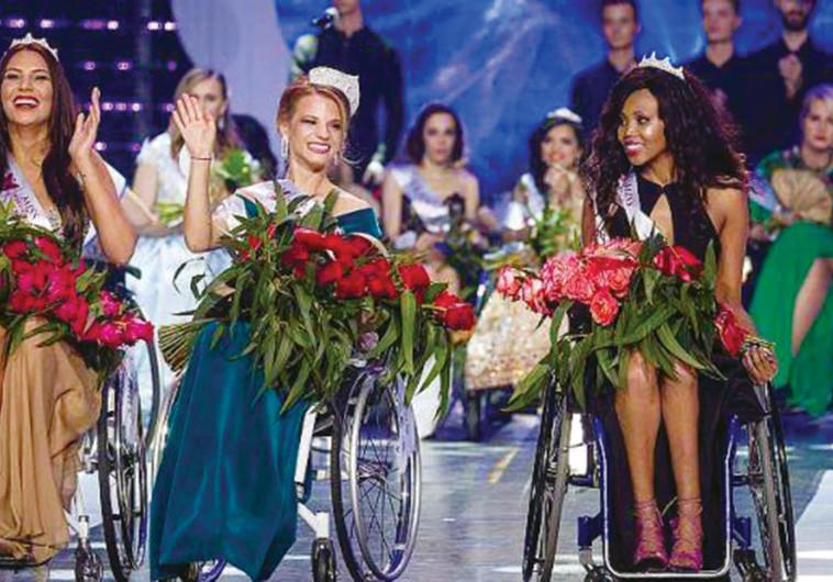 מלכת היופי הראשונה על כיסא גלגלים