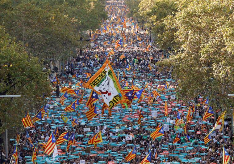 הצועדים בעצרת בברצלונה