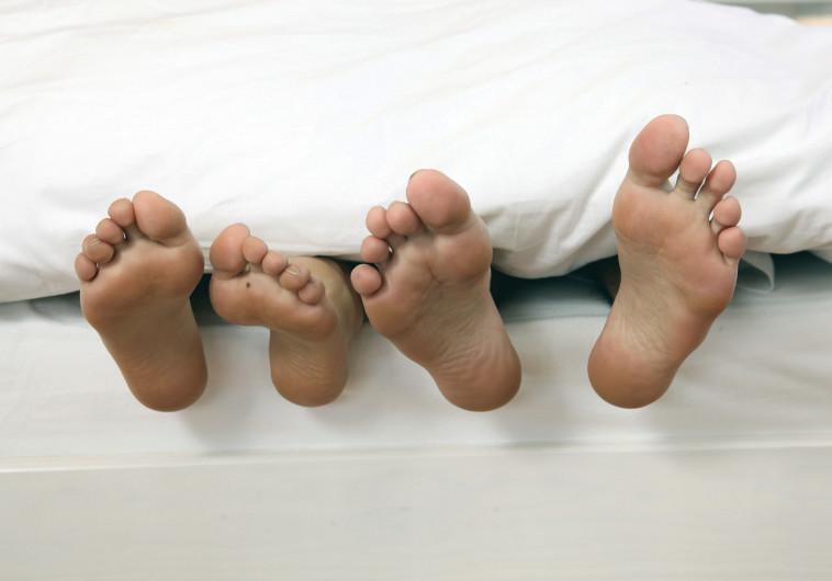 זוג במיטה, אילוסטרציה