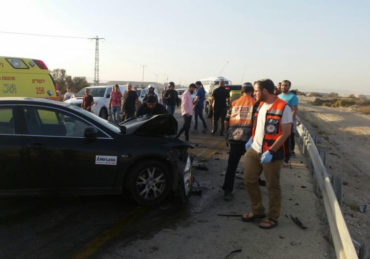 רוכב אופנוע נהרג ו-3 נפצעו בתאונת דרכים בכביש 90 בצפון ים המלח