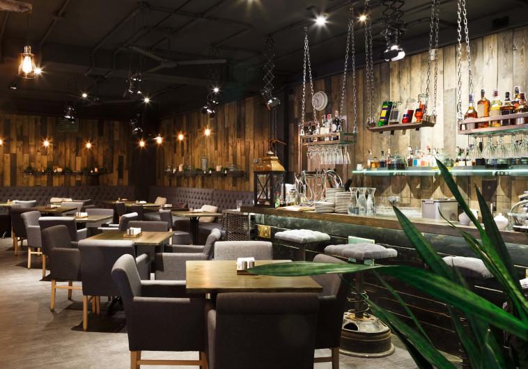 מסעדת גורמה - תאורה עמומה ופוקוס על המנה