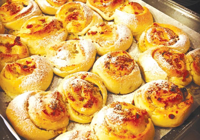 שושנים במילוי גבינה ואגוזים