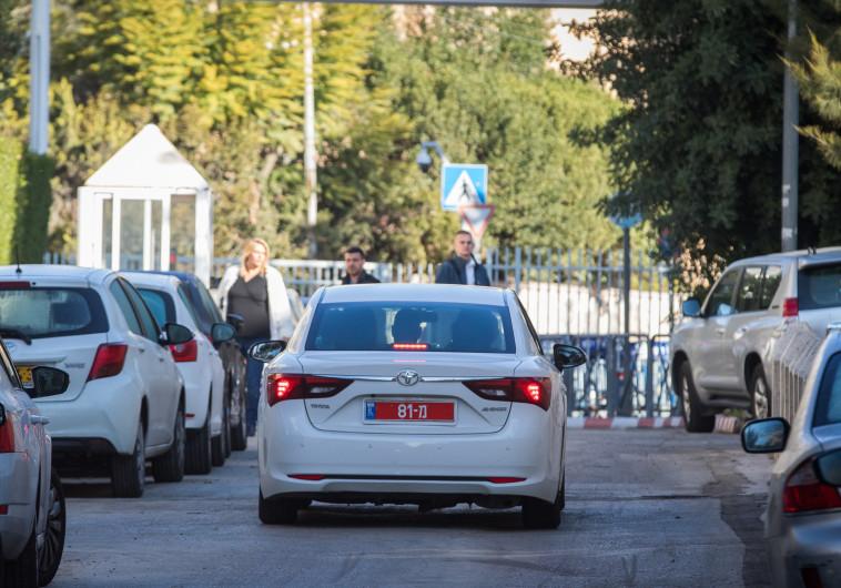 חוקרי המשטרה מגיעים למעון ראש הממשלה