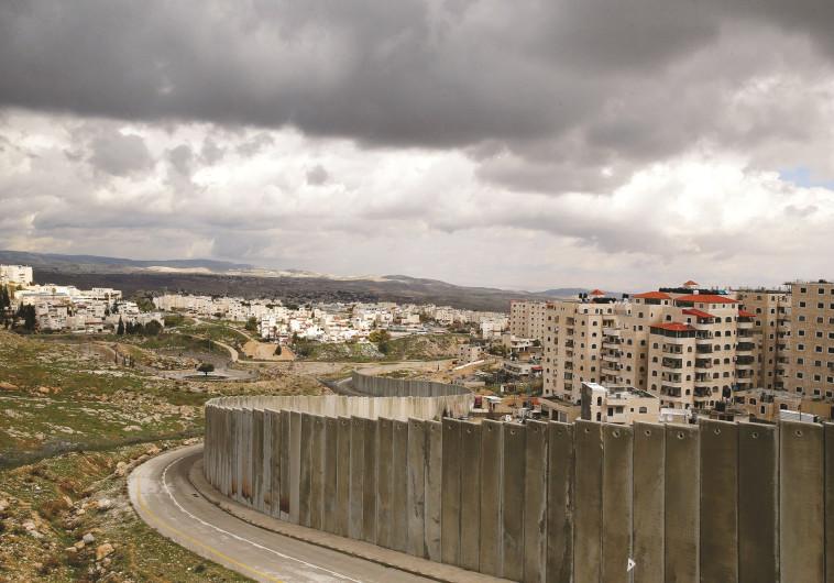 בין החקירות וההקלטות, קיימת עובדה אחת: נתניהו מחלק את ירושלים