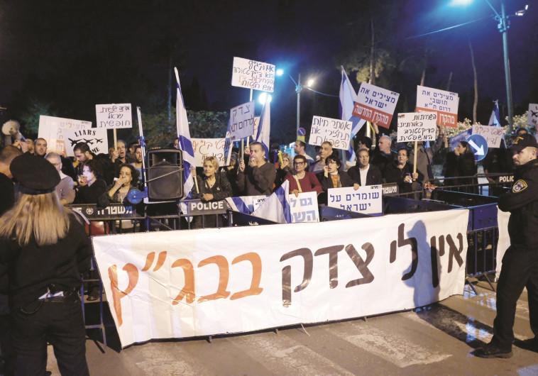 הפגנה של תושבי דרום תל אביב מול ביתה של אסתר חיות