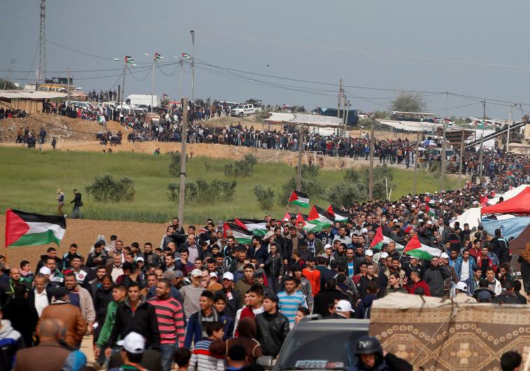 הפגנה בגבול רצועת עזה. צילום :רויטרס