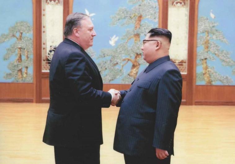 מנהיג קוריאה הצפונית קים ומזכיר המדינה האמריקאי פומפאו . צילום: הבית הלבן