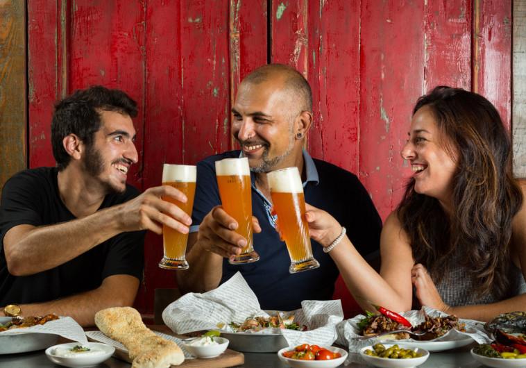 אלכוהול, אוכל וכדורגל. אל תראו את המונדיאל בבית