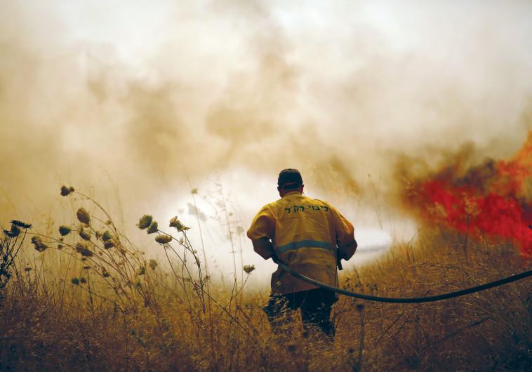 שריפה בשדה סמוך לקיבוץ ניר עם