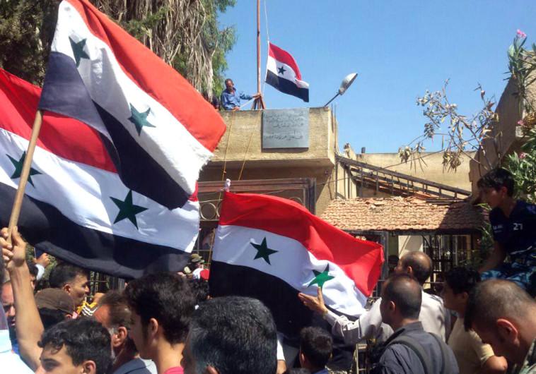 הנפת דגלי סוריה בדרעא