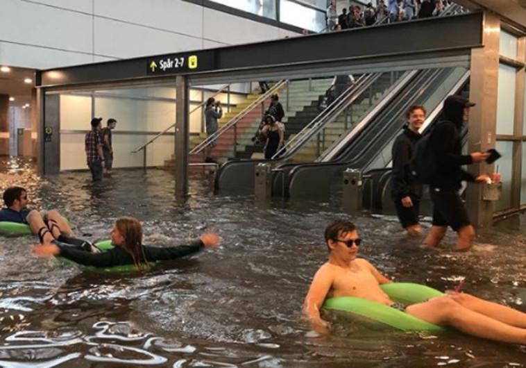 תחנת רכבת בשוודיה הוצפה והפכה לבריכה