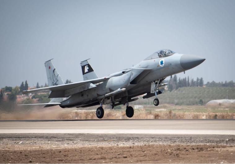 מטוס קרב של חיל האוויר ממריא לתקיפה בעזה