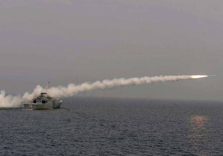משחתת איראנית משגרת טיל נגד אוניות