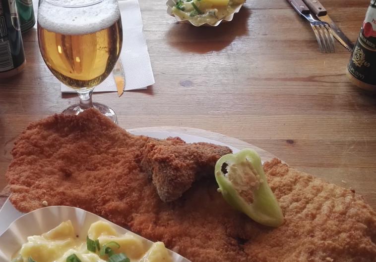 אש יא גולש: בירה וביס קטן ליד בבודפשט