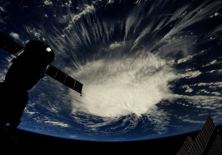 מבט על הוריקן פלורנס מהחלל