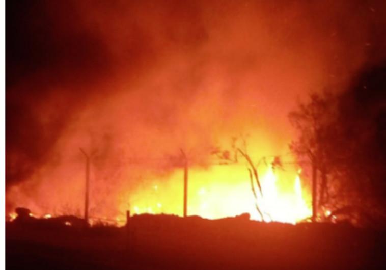 השריפה בעיינות צוקים. צילום: דוברות כבאות דרום