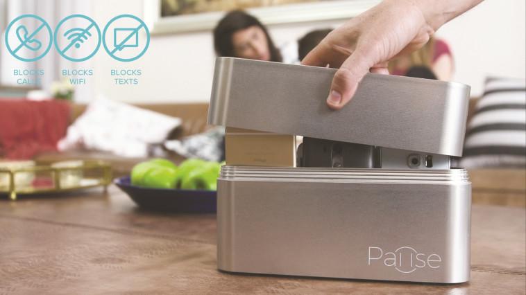 קופסה שחוסמת קליטת טלפונים סלולריים