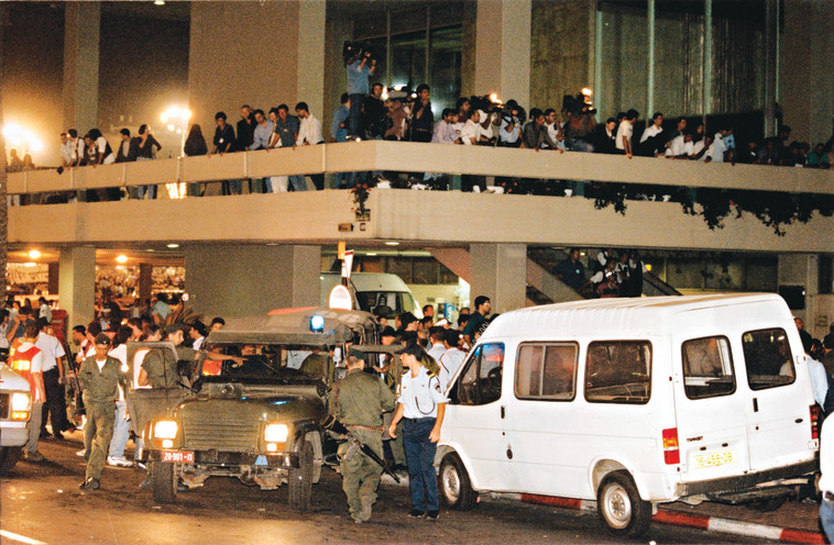 כיכר מלכי ישראל לאחר רצח רבין. צילום: יהונתן שאול