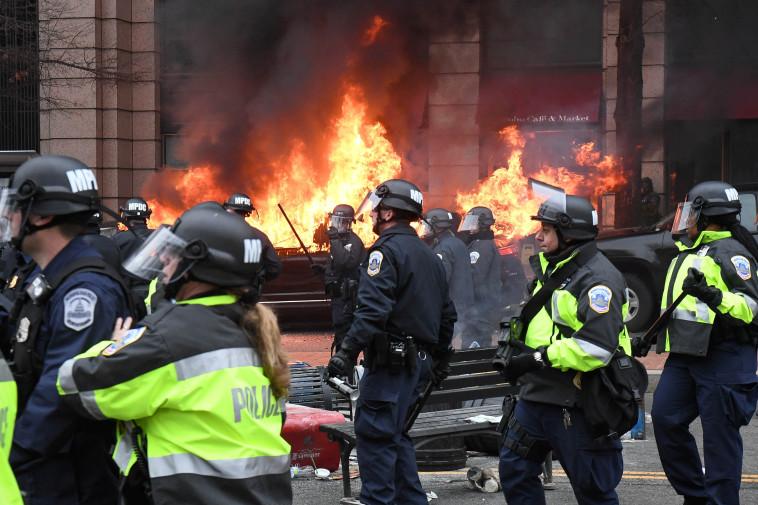 מהומות בעת השבעת טראמפ לנשיאות. צילום: רויטרס
