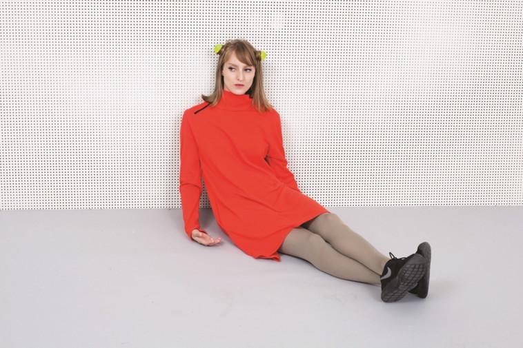 שמלת גולף אדומה ב-220 שקלים במקום 480 ב-Supermarket. צילום: רוני כנעני