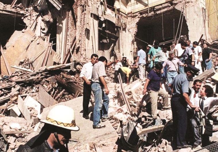 הריסות בניין הקהילה היהודית בבואנוס איירס לאחר הפיגוע ב-1994. צילום: AFP
