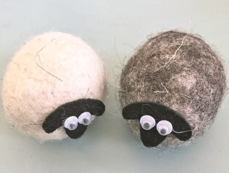 הכל בעבודת יד. כבשים מיניאטוריות, צילום: יעל שפר