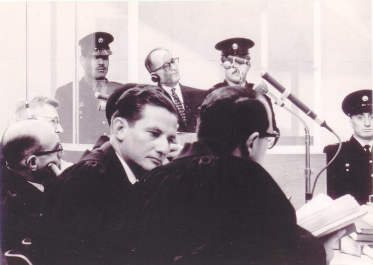 בך (שני מימין), בצוות התביעה במשפט אייכמן. צילום: באדיבות מכון משואה