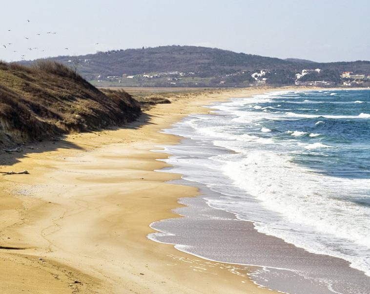 """הים השחור בבולגריה. אלטרנטיבה זולה לאוהבי האמנות """"לא לעשות כלום"""". צילום: Flicker"""