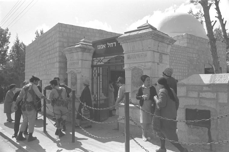 """שיכורי ניצחון. עם ישראל בדרך לקבר רחל, צילום: דוד רובינגר, לע""""מ"""