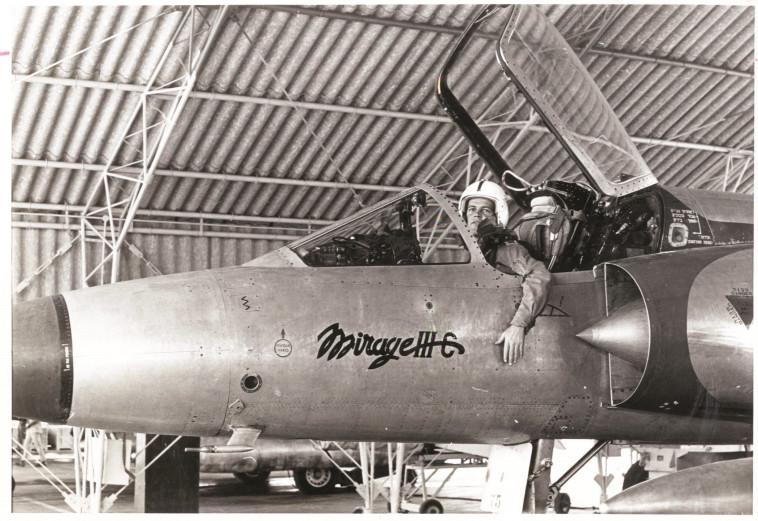 עליונות אווירית מוחלטת. טייס ישראלי במטוס מיראג', צילום: עיתון במחנה