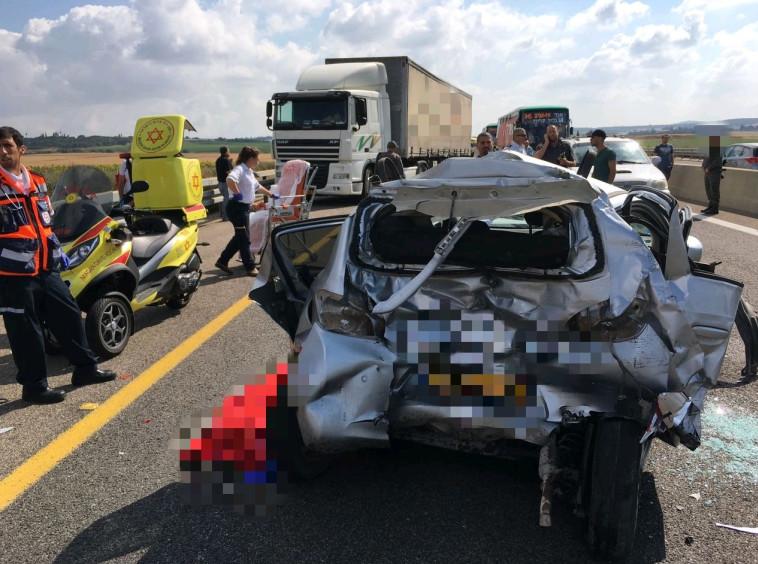 בת 60 נהרגה בתאונה בין רכבה למשאית ליד מחלף המוביל