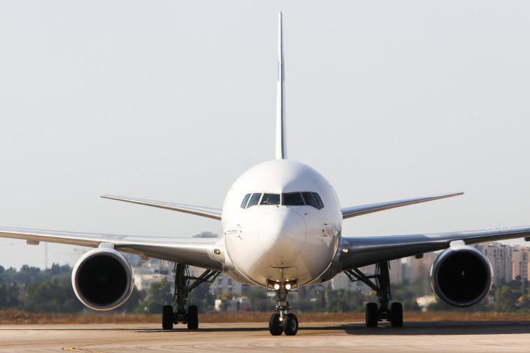 """""""להיזהר מטיסות זולות מדי"""" צילום: אבשלום ששוני"""