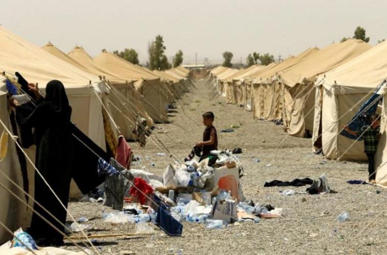 משפחות חברי דאעש במחנה פליטים מזרחית למוסול, עיראק. צילום: רויטרס