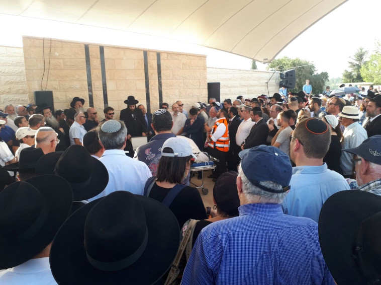 הלוויית הנרצחים בפיגוע בחלמיש. צילום: דוברות עיריית אלעד
