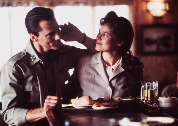 סם שפרדBarbara Hershey and Sam Shepard in The Right Stuff (1983)  צילךום: IMDB