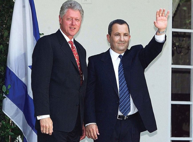"""אהוד ברק וביל קלינטון. צילום: לע""""מ"""