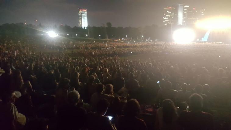 32 אלף צופים אימצו עיניים ונהנו. צילום: יובל בר